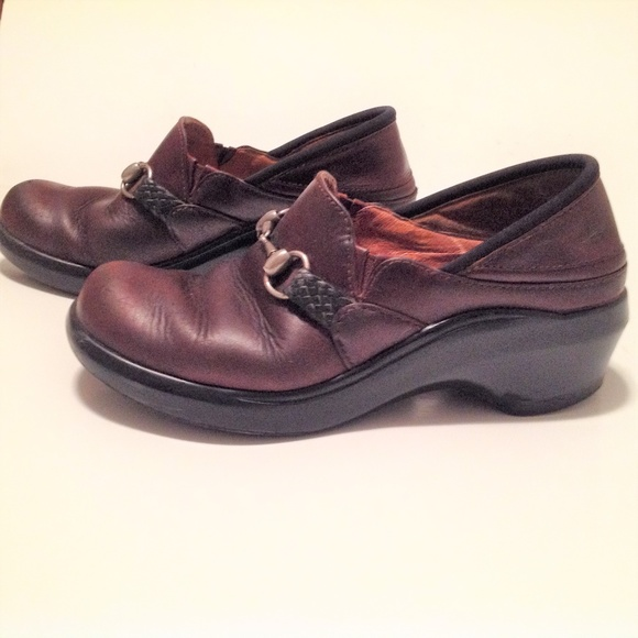 Ariat Shoes - Ariat Woman's Clogs Brown Size 6B GUC